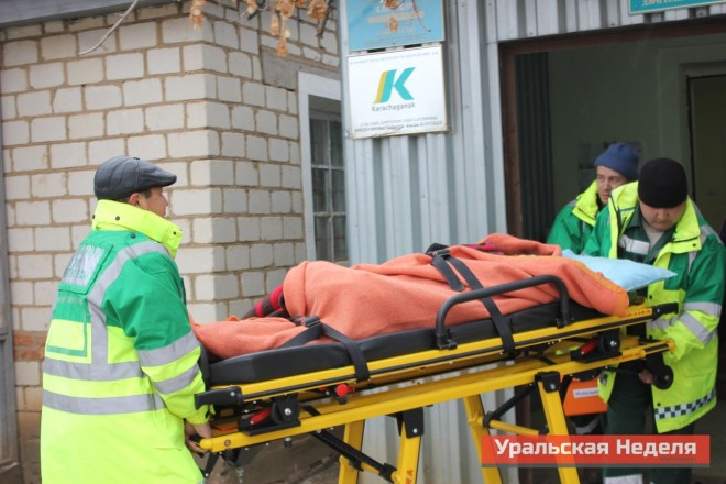 Three children from Berezovka were hospitalized in the central district hospital on the morning of December 4. The picture shows the paramedics of the ambulance carrying out a local schoolgirl from the village infirmary, who fainted during class. (Photo courtesy of Uralskaya Nedelya)